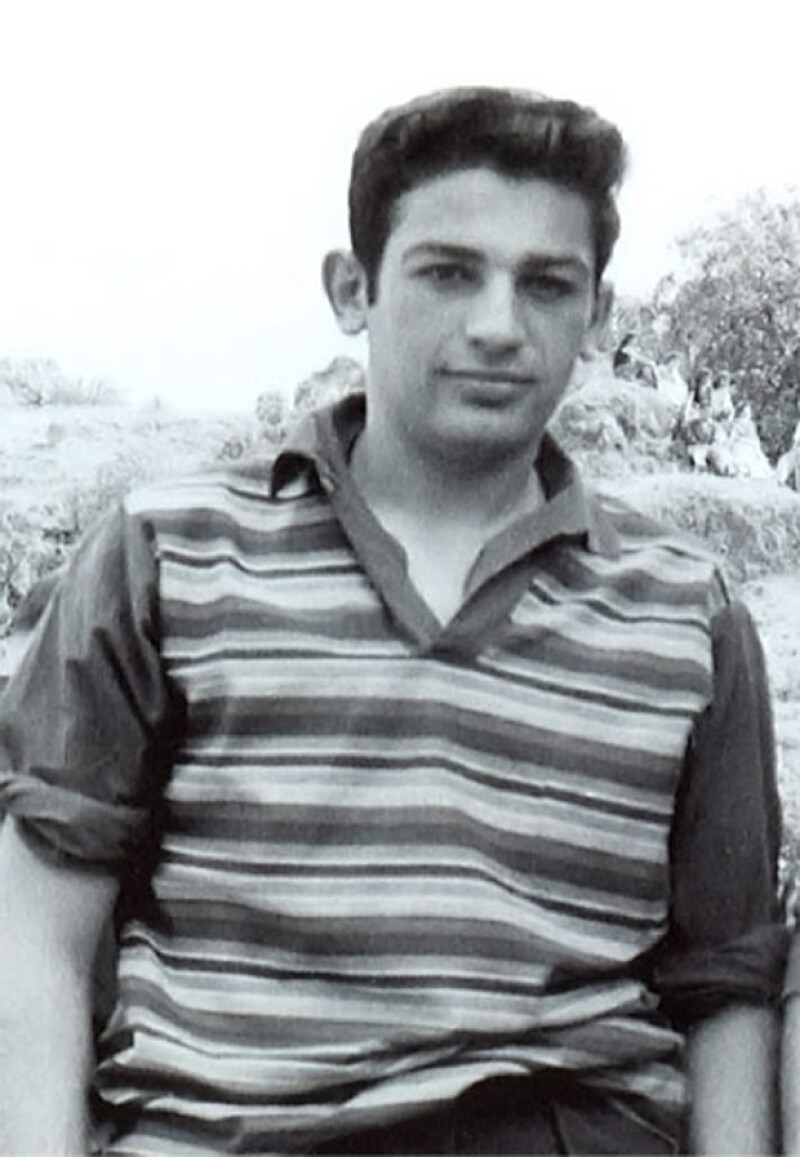 """El escritor Enrique Osorno publicó una biografía del mexicano más rico del mundo, y cuenta cómo se peleaba para defenderse del bullying y describe al joven """"nada serio"""" que estudió en la UNAM."""