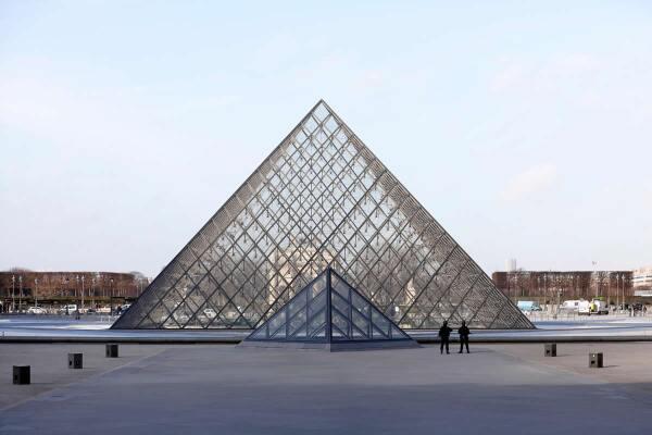 Pirámide Museo de Louvre