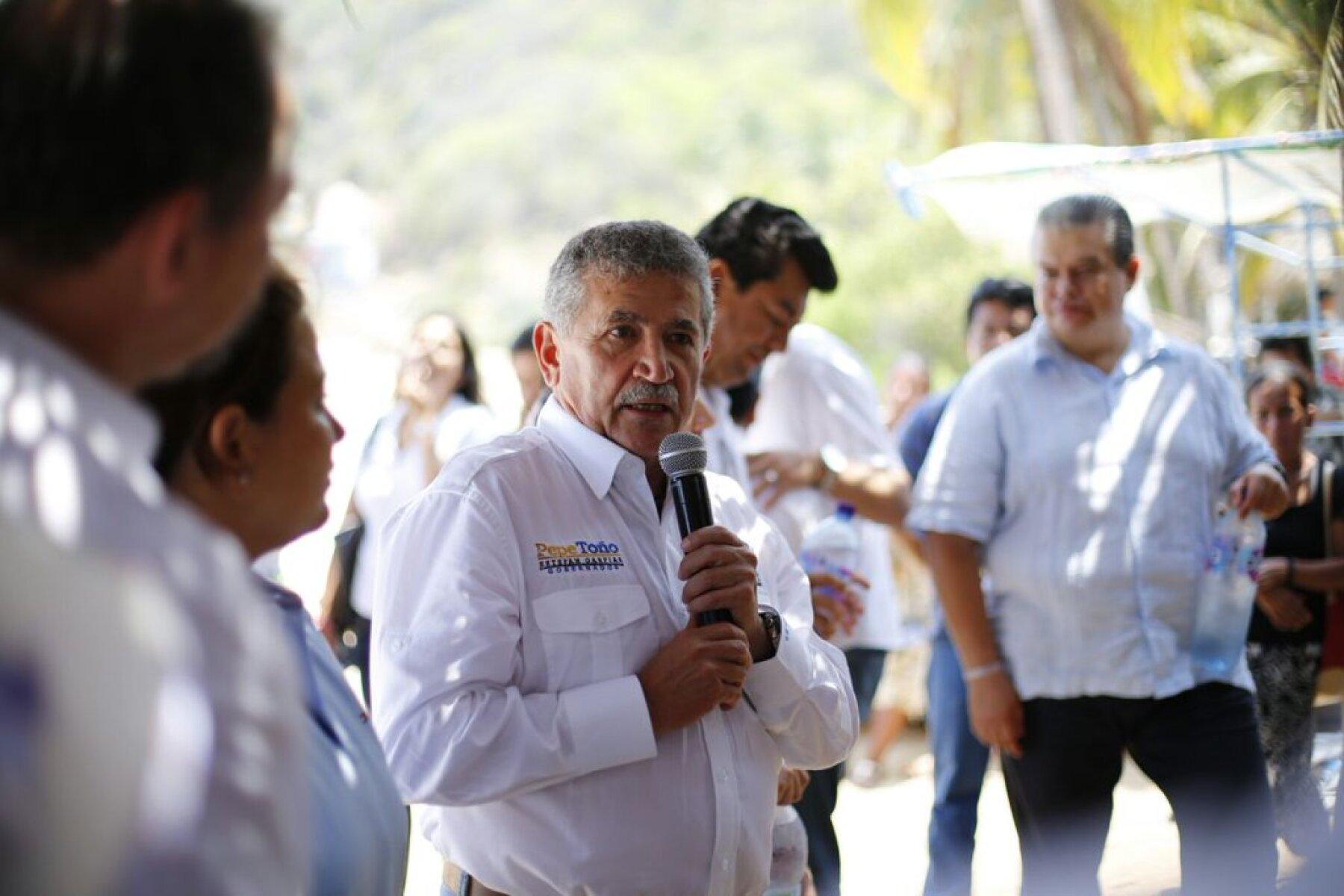 El candidato de la alianza PRD-PAN