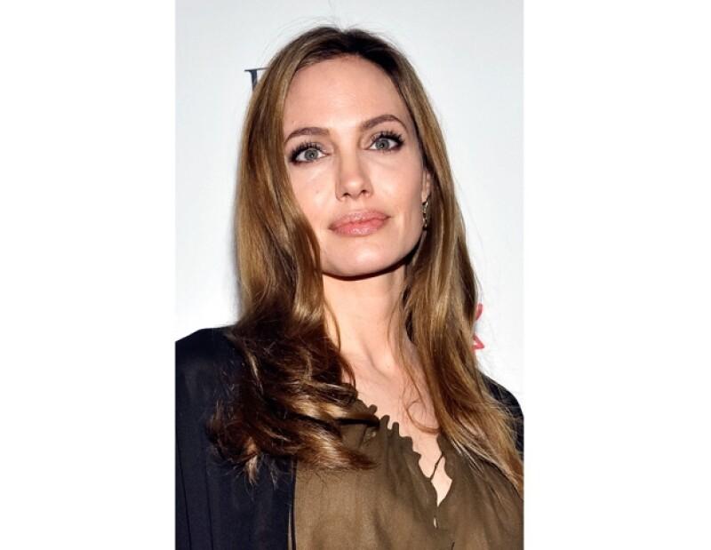 Además de su tía, Angelina también perdió a su mamá debido al cáncer.