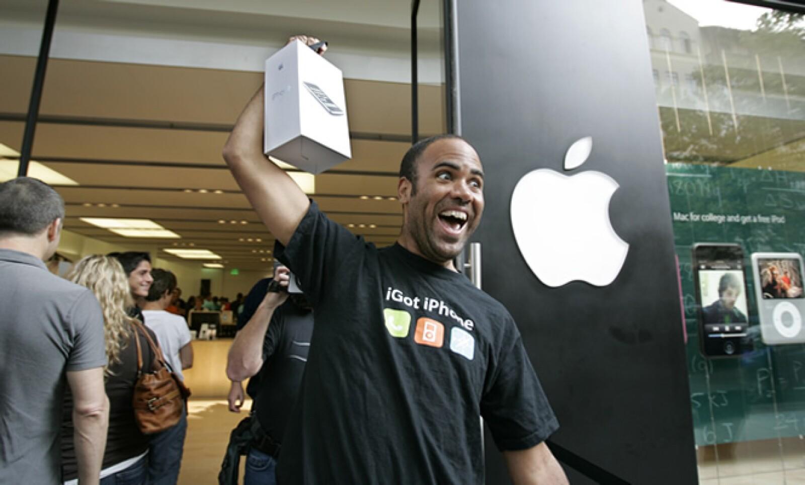 La segunda versión del 'smartphone' salió a la venta el 11 de julio de 2008 y en su primer fin de semana se colocó más de un millón de unidades.