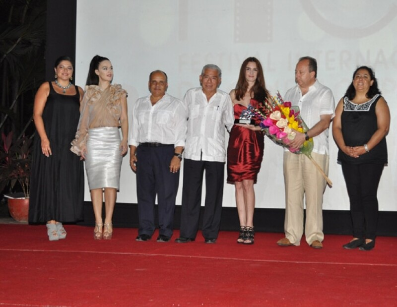 Paz Vega recibió el premio por su trayectoria, posteriormente se ofreció un coctel en su honor.