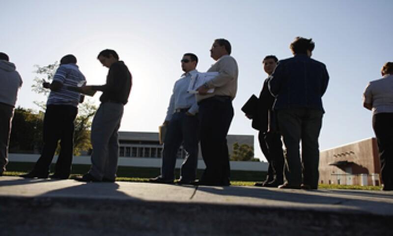 Los economistas esperaban una baja en las solicitudes de desempleo a 290,000.  (Foto: Reuters )