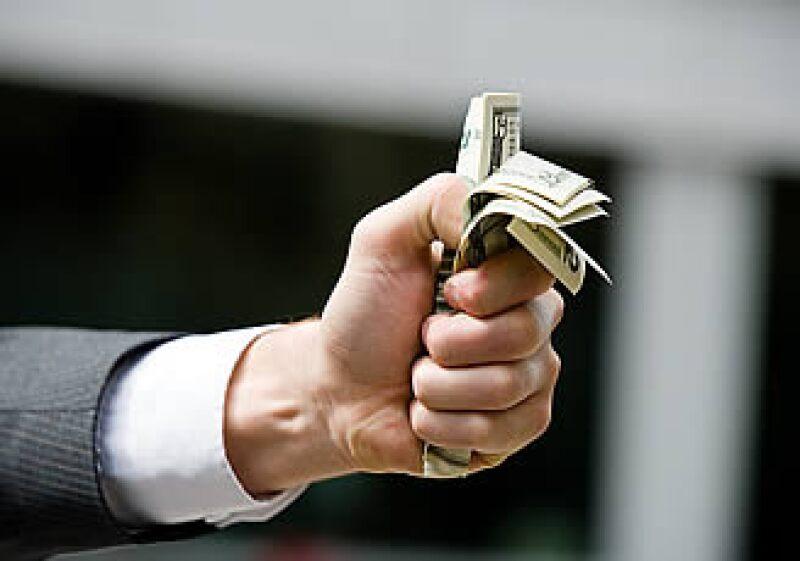 La limitada liquidez de las empresas debido al pago del ISR diferido podría frenar las nuevas inversiones en 2010. (Foto: Jupiter Images)
