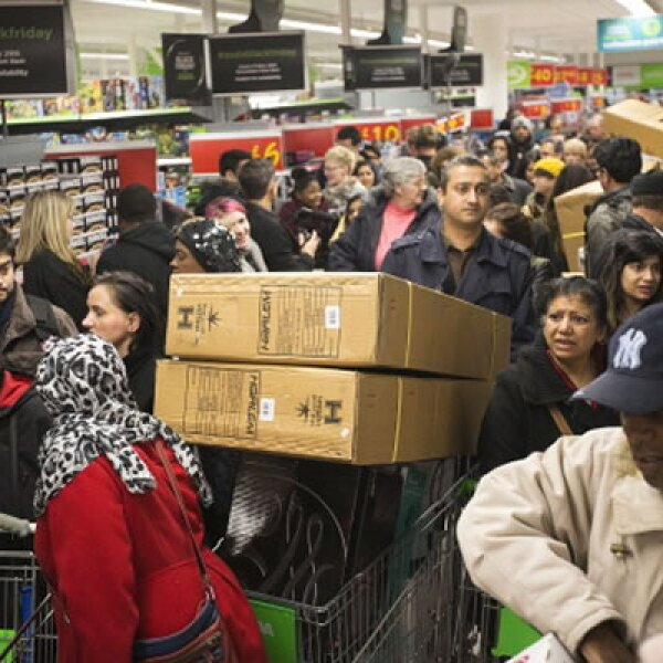 En cambio, al interior de muchos Walmart, los ciudadanos abarrotaron los establecimientos.