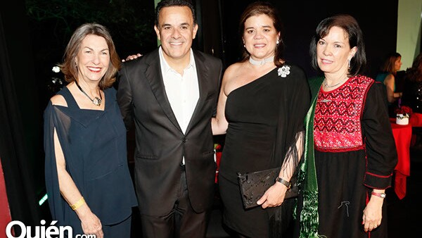 Marie Thérèse Arango, Fernando dela Mora, Sonya Santos y Cecilia Moctezuma
