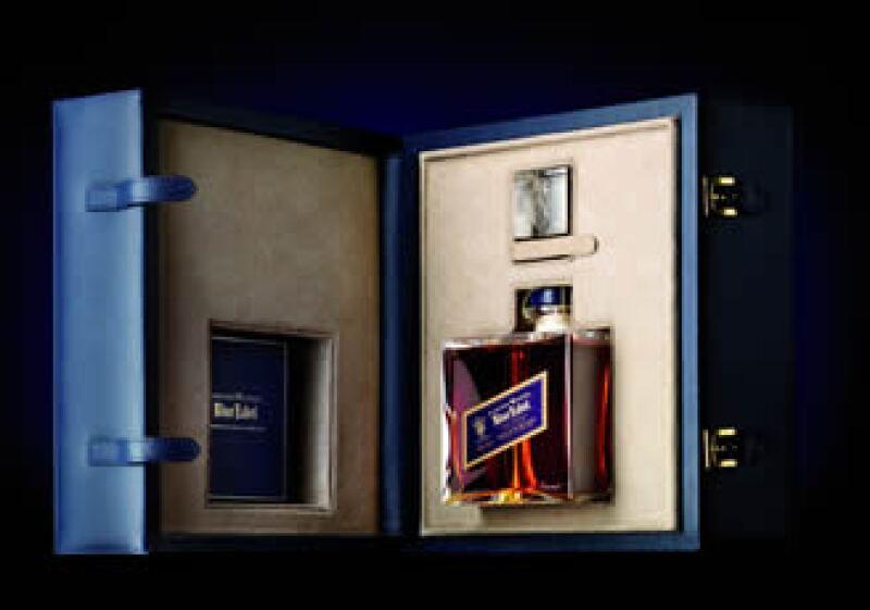 Edición Baccarat Blue Label, sólo existen 4,000 botellas como ésta en el mundo. (Foto: Cortesía DIAGEO)