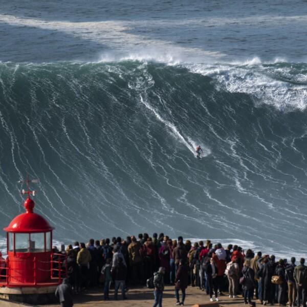 SURFING-WSL-NAZARE-BIG WAVE