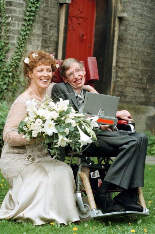 Stephen Hawking y quien fuera su esposa Elaine Mason