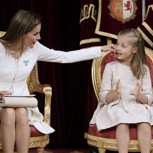 Reina y princesa: Letizia cuida de Leonor, nueva princesa de Asturias.