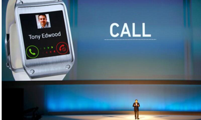 En los primeros dos meses en el mercado se vendieron 800,000 Galaxy Gear en el mundo.  (Foto: Reuters)