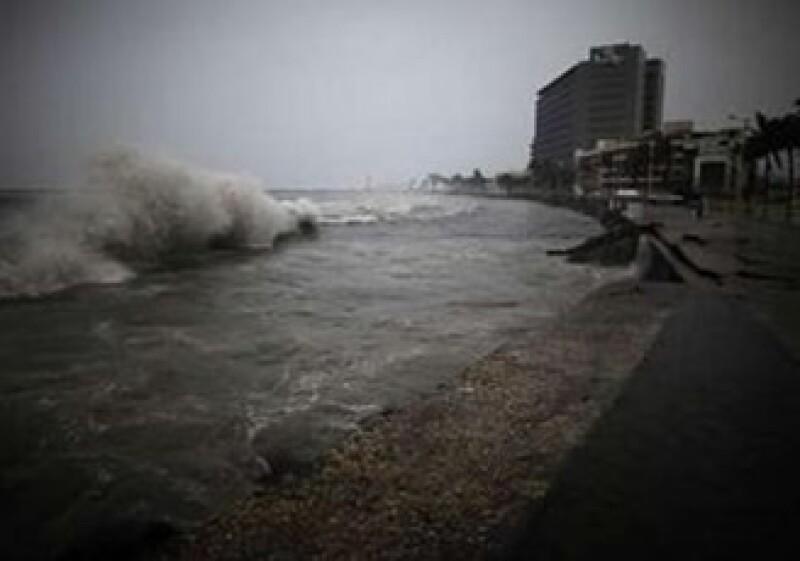 CFE movilizó a sus empleados para cuidar la infraestructura de Veracruz, Puebla, Hidalgo y el Valle de México. (Foto: Reuters)