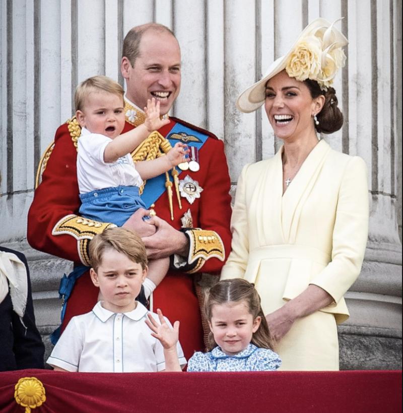Kate Middleton y William y sus hijos, George y Louis y Charlotte