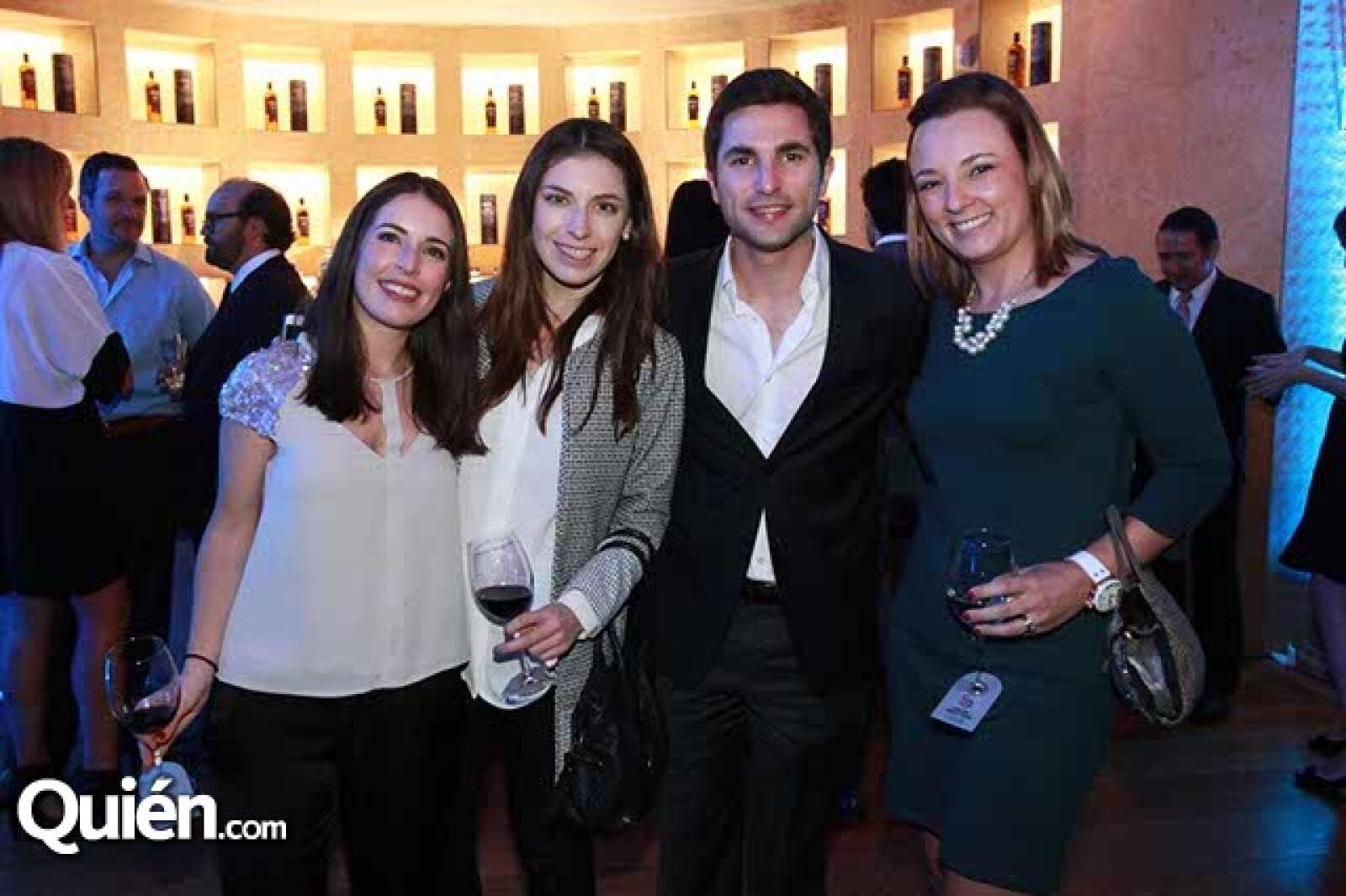 Regina Berrondo,Pamela Berrondo,Mario González y Cecilia Barroso