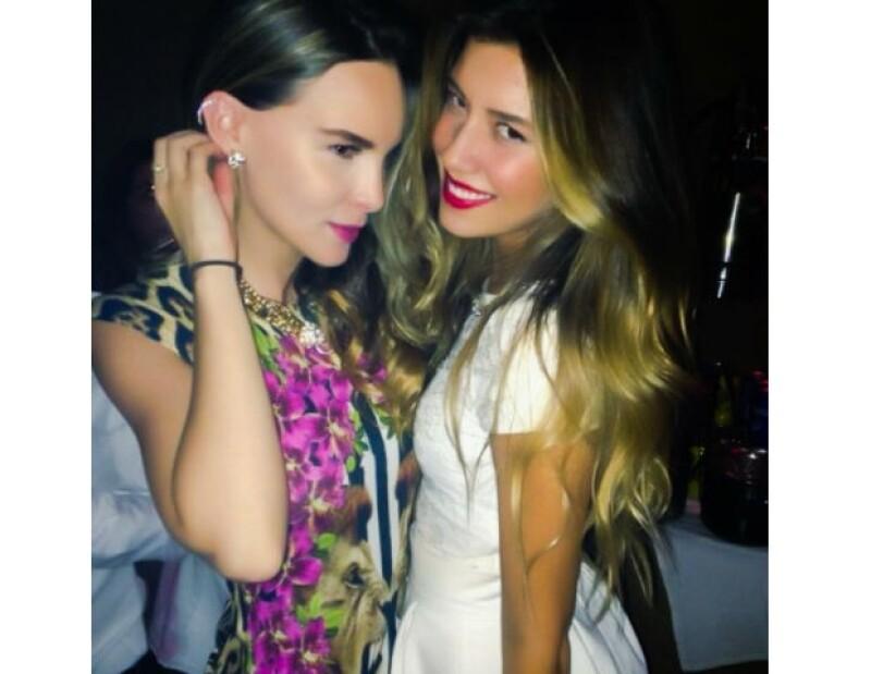 Jóvenes, famosas y con estilo, así posaron ambas chicas para las redes sociales.