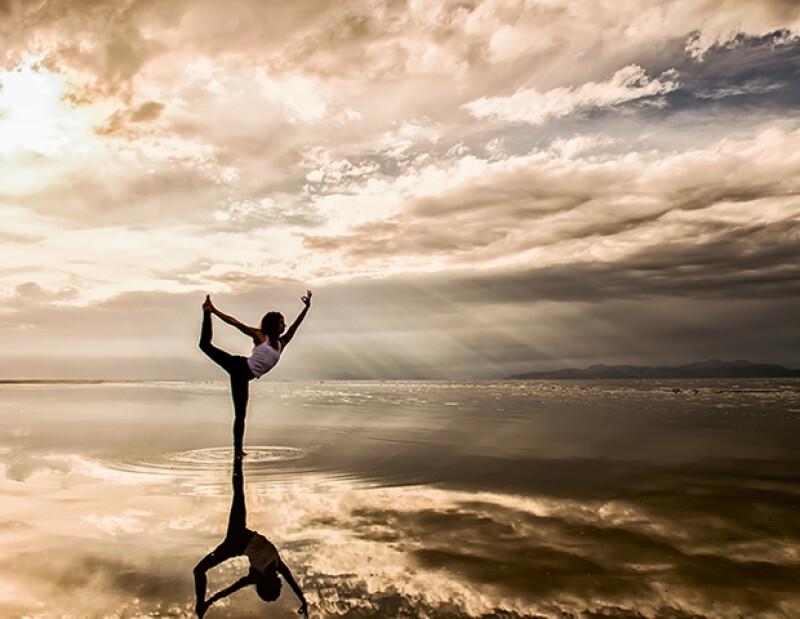 ¿Estás pensando en tomar clases de yoga pero no sabes qué tipo de yoga tomar? Te presentamos 5 tipos distintos y sus beneficios para que tomes una mejor decisión.