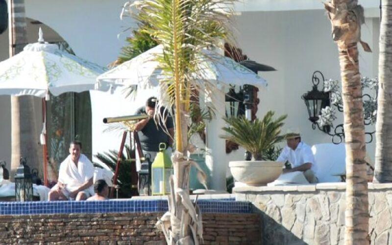 El cantante se tomó unos días de descanso en el hotel One and Only Palmilla luego de sus presentaciones en el Auditorio Nacional. El Sol estuvo acompañado de su hermano, Alejandro Basteri.