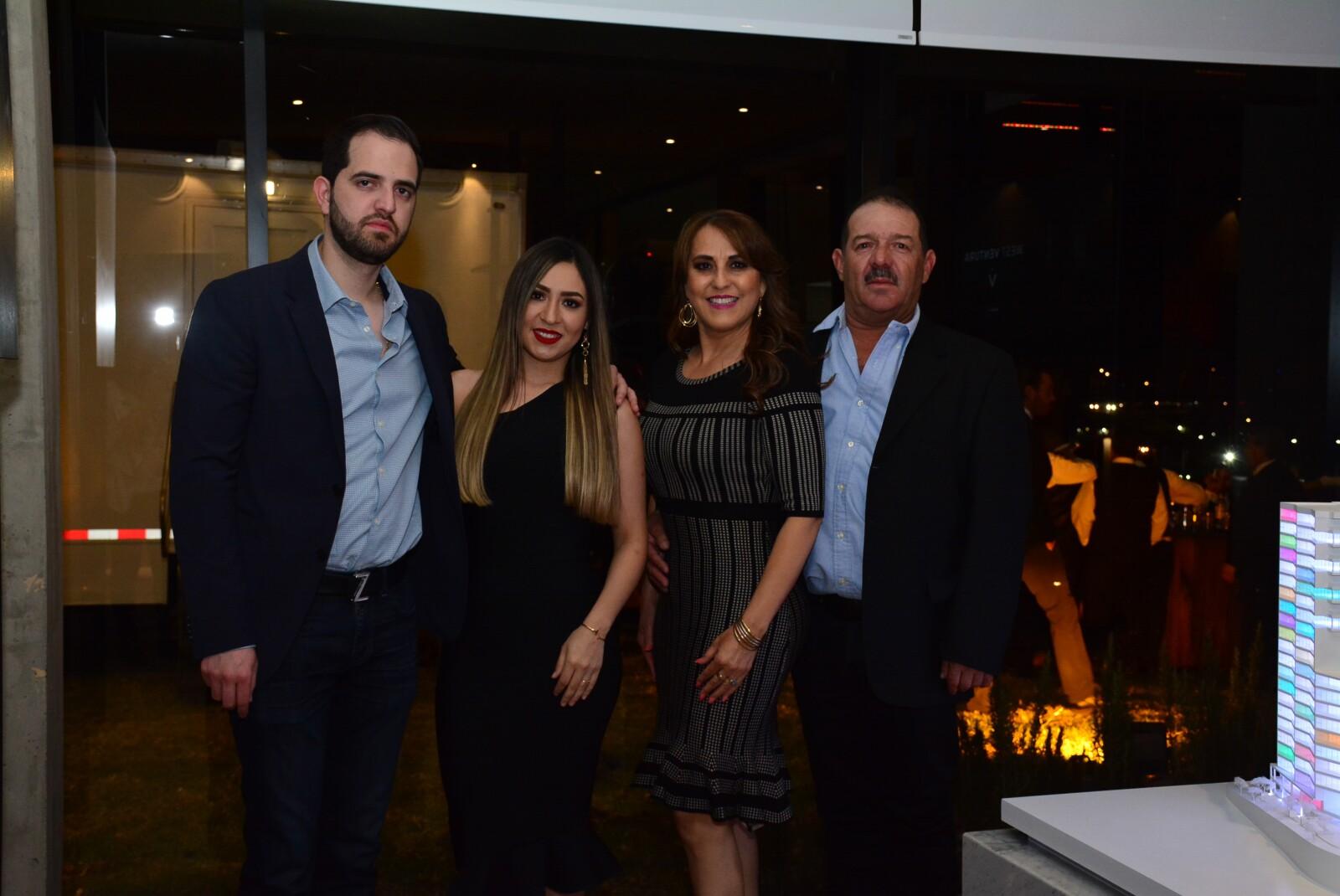 Arturo González, Andrea Villa, Antonio González y Lorenza Quijano..jpg