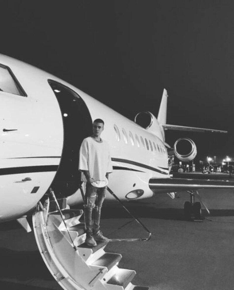 El cantante publicó en Instagram las fotos de su nuevo look.