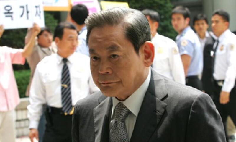 """""""Cambia todo, menos a tu esposa e hijos"""", es la célebre frase que el presidente de Samsung, Lee Kun-Hee."""