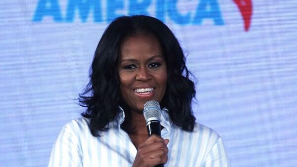 Michelle Obama habló con algunos seguidores de su esposo en un suburbio al este de Denver, Colorado, el 7 de julio.