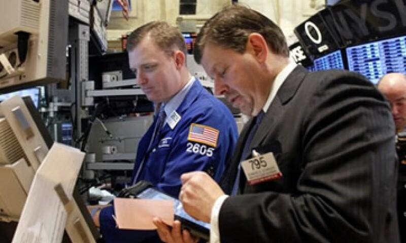 Un alza en los petroprecios animó al mercado estadounidense. (Foto: AP)