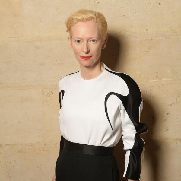 Tilda Swinton lució unos elegantes pantalones de vestir negros para asistir a la celebración