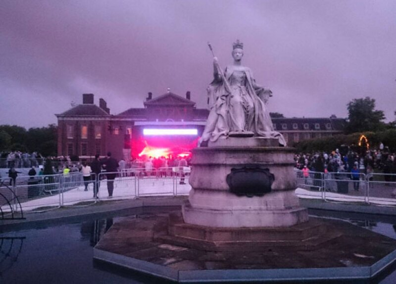 El palacio de Kensington se llenó de color.
