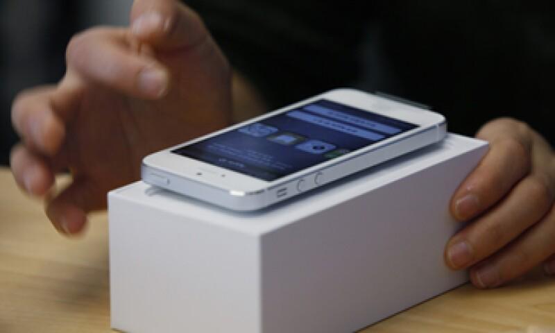 T-Mobile venderá el iPhone 5 por un pago por adelantado de 99.99 dólares y una renta durante 24 meses. (Foto: AP)