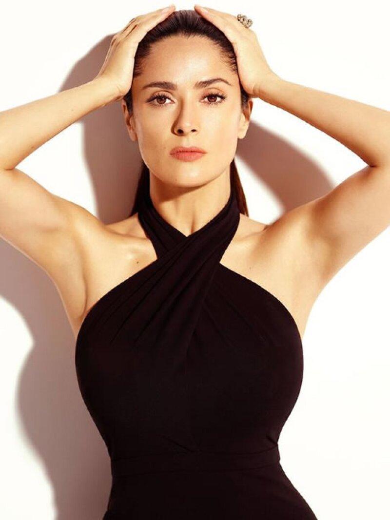 """Y no sólo se lo dicen, también se lo reconocen. La actriz mexicana recibió un premio por """"Una década de sensualidad"""" en los Spike's Guys Choice Awards."""