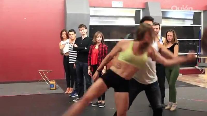 Nos colamos a un ensayo de Dirty Dancing (que está a nada de estrenar) para ver bailar a Diego de Tovar y Elsi Colleen como Johnny Castle y Penny en esta complicada coreografía.