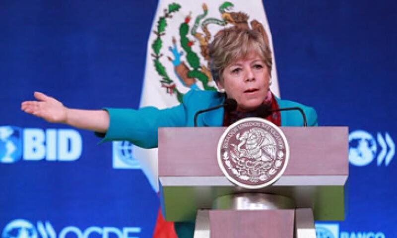 Alicia Bárcena, secretaria ejecutiva de la CEPAL, considera necesaria una reforma fiscal en México y sugiere generalizar el IVA. (Foto: Notimex)