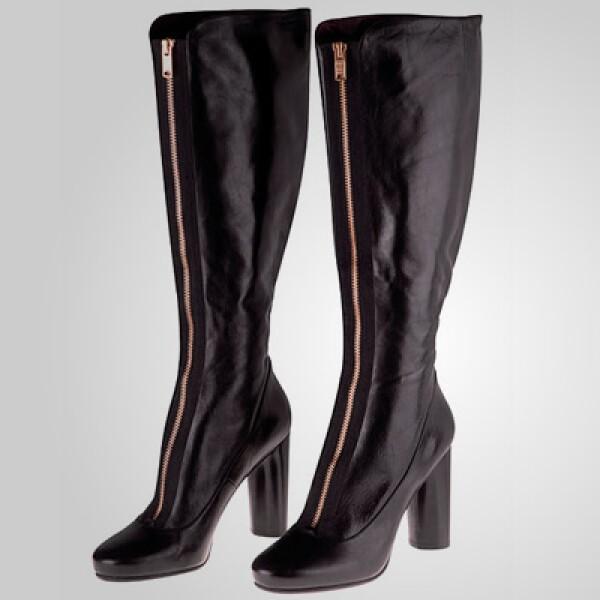 Estas botas con cierre al frente le dan un toque mucho más atrevido a tu vestimenta.