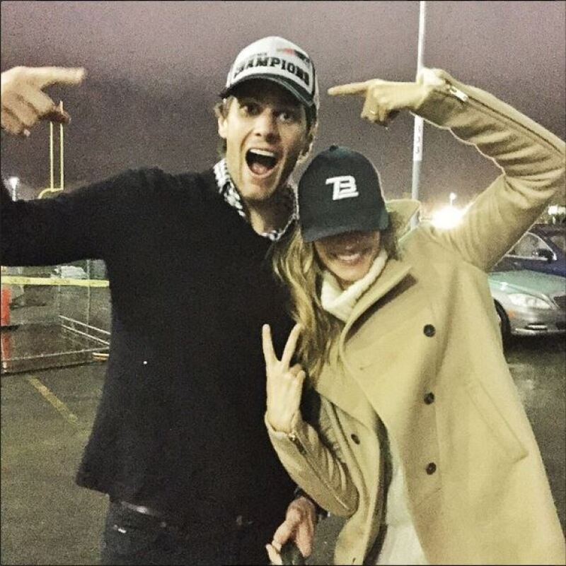 La modelo publicó esta imagen después del triunfo de su esposo en el Super Bowl y se dijo muy orgullosa de él.