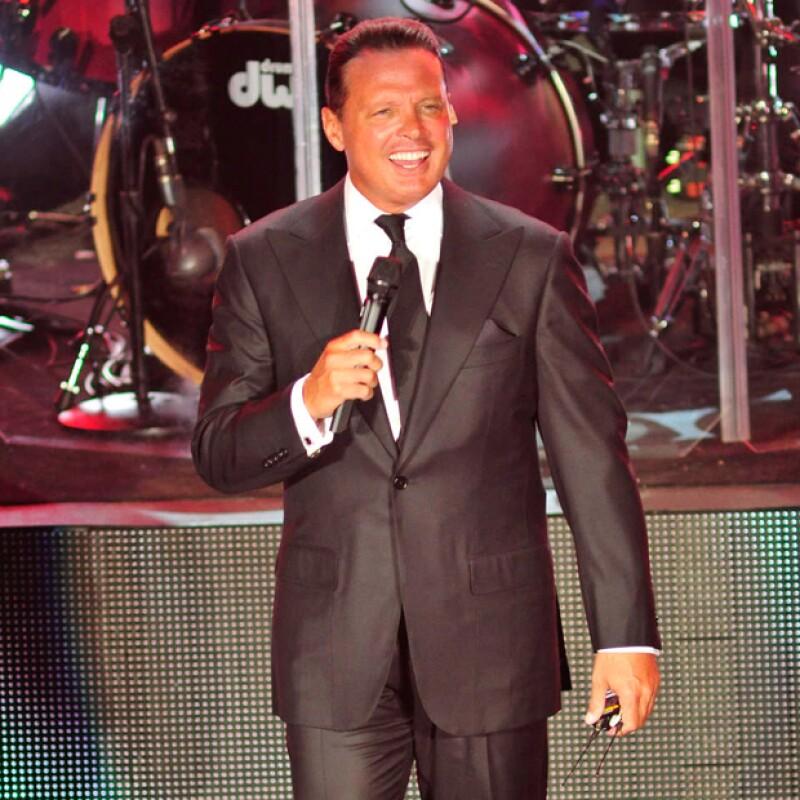 El cantante dejó plantadas a siete mil personas en el Coliseo de Yucatán explicando, en un comunicado de prensa, una falla de su avión; versión contraria a la que dio el promotor de su presentación.