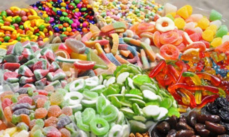 Consumir menos dulces y bebidas azucaradas mejorará la salud de los menores de edad, advirtieron especialistas (Foto: iStock by Getty Images)