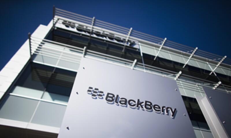 Los dispositivos de BlackBerry han perdido terreno frente al iPhone y los teléfonos que usan Android. (Foto: Reuters)