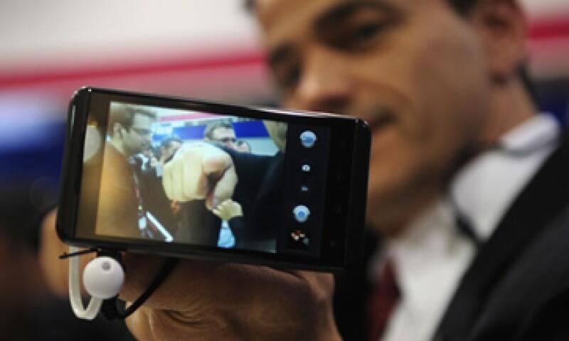 El teléfono cuenta con una versión remozada del sistema operativo Android de Google. (Foto: AP)