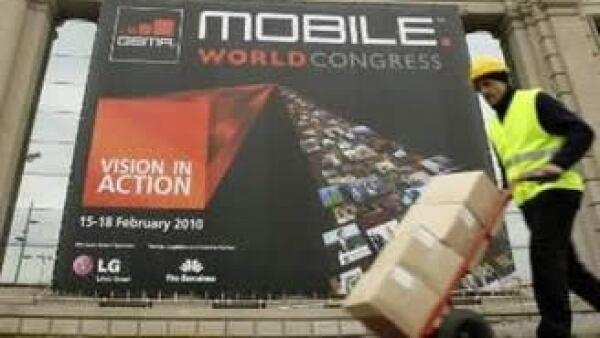 Se podrá crear una sola aplicación para cualquier celular y venderla a través de los operadores inalámbricos. (Foto: Reuters)
