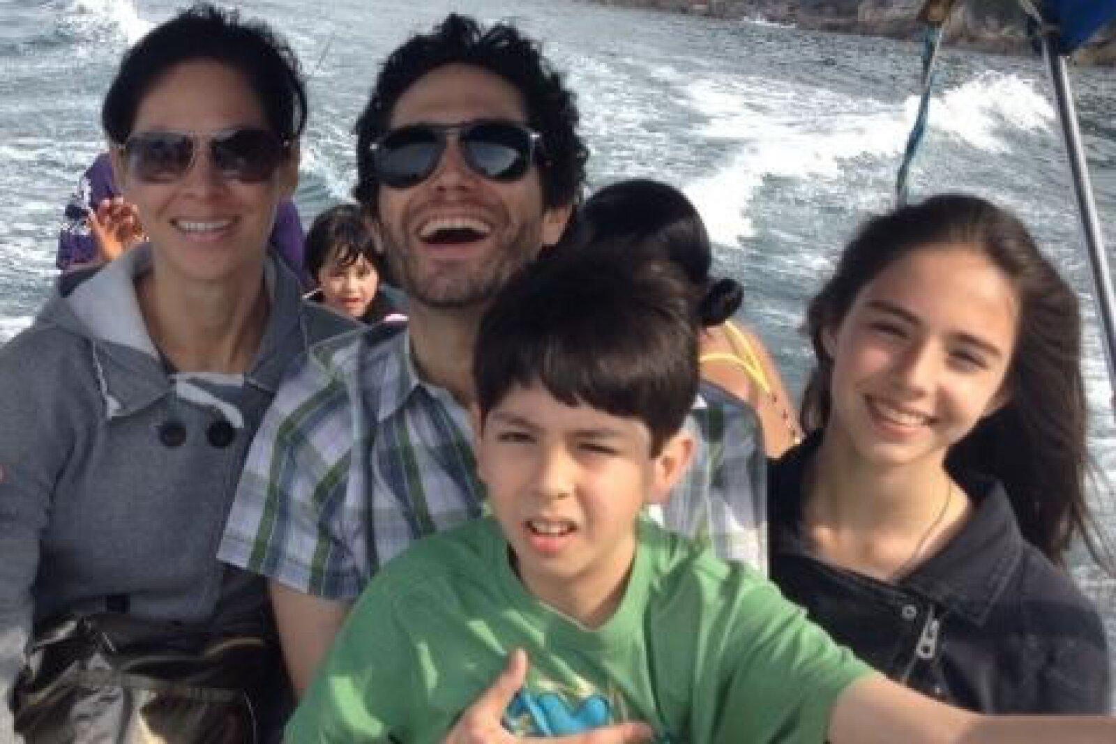 Aquí la familia: Celina, Benny, Mateo y María.