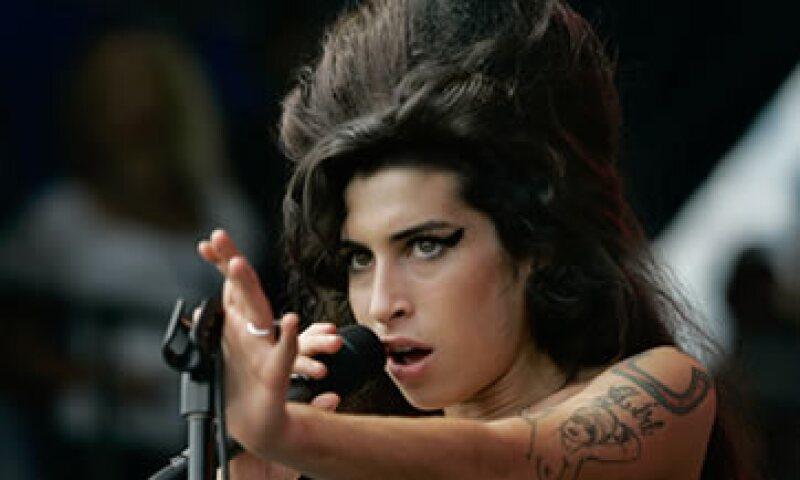 La causa de lo que llevó a Winehouse a la muerte no ha sido determinada aún. (Foto: AP)