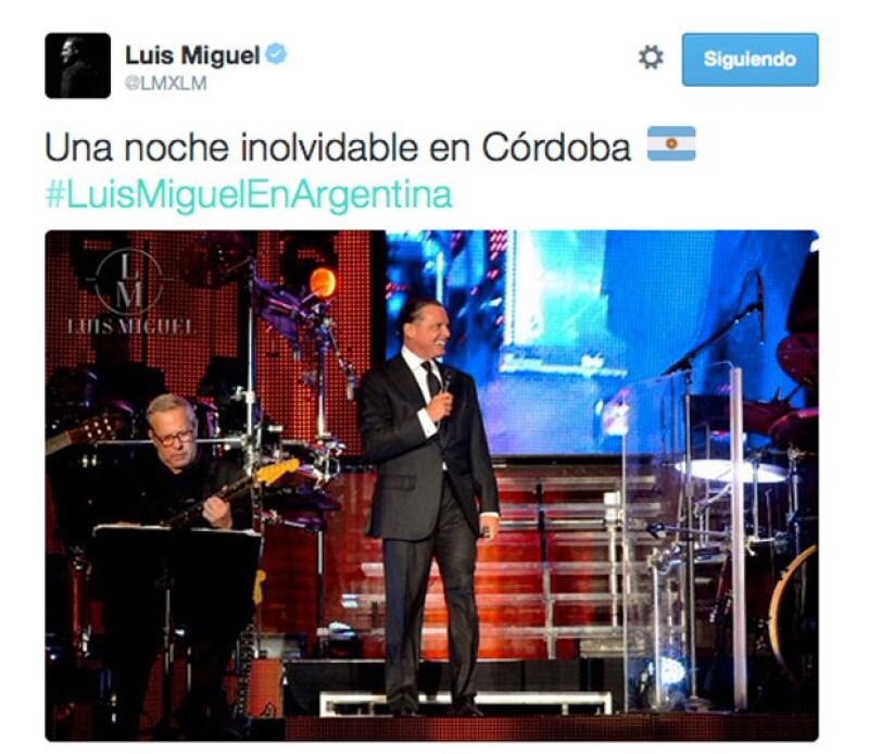 El ídolo mexicano hizo gala de su gran voz en Córdoba, a donde acudieron ayer 10 mil fans para escucharlo cantar sus grandes éxitos.