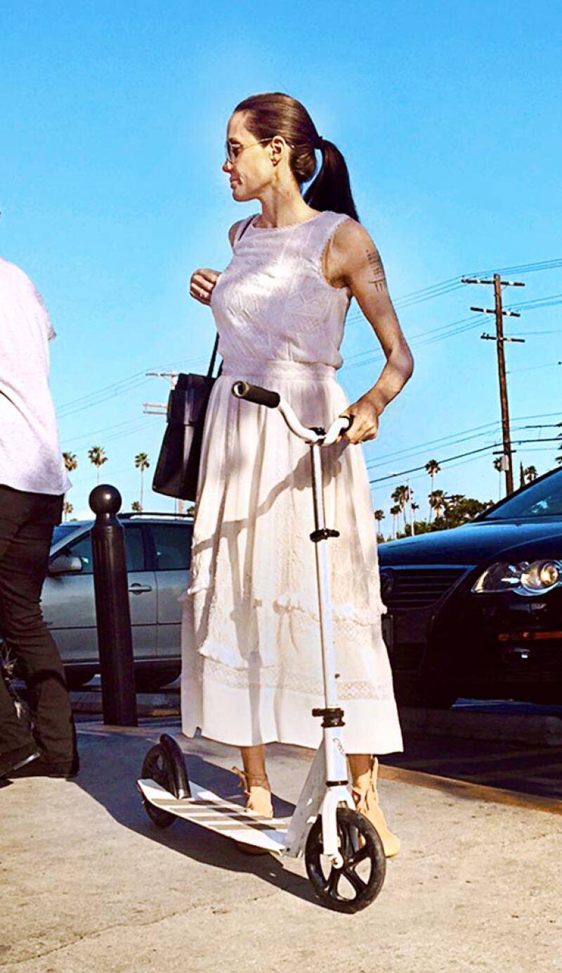 Angelina nuevamente volvió a generar controversia con estas imágenes.