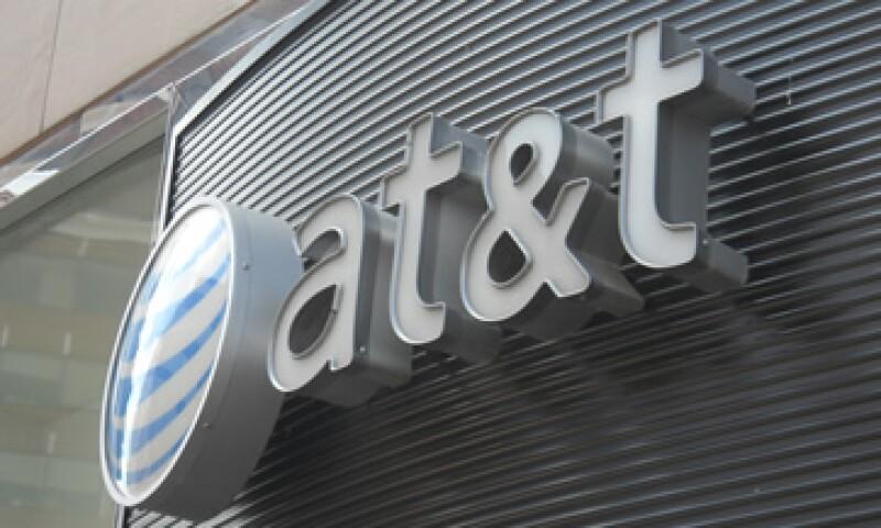 Las acciones de AT&T caían en operaciones después del cierre del mercado. (Foto: AFP)