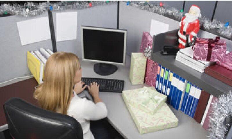En la época navideña, los trabajadores suelen distraerse con asuntos personales o estresarse por terminar pronto para irse a descansar. (Foto: Thinkstock)