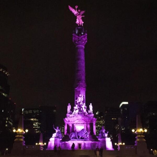 Monumentos del DF pintados de rosa contra el cáncer de mama