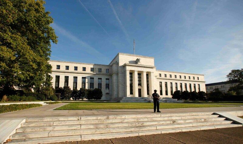 En noviembre, la Fed lanzó un programa de compra de bonos del tesoro por 600,000 mdd.  (Foto: AP)
