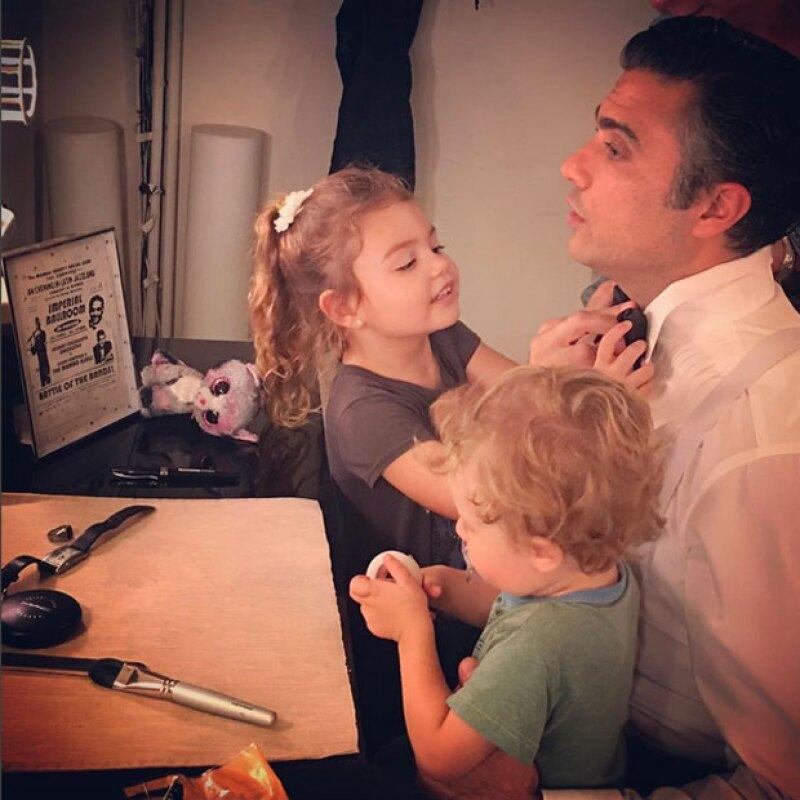 El actor ha iniciado su trayectoria en Broadway y no puede estar más feliz con su familia.
