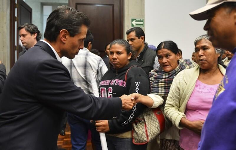 El Presidente Enrique Peña Nieto se reunión con los padres de los estudiantes desaparecidos 33 días después del ataque a los normalistas.