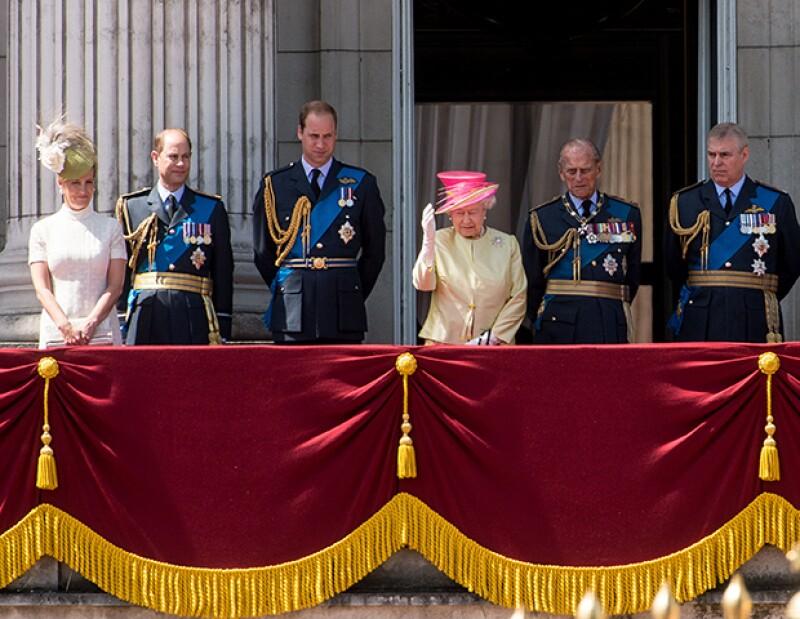 El Duque de Edimburgo se desesperó con un fotógrafo y terminó soltando insultos frente a las cámaras de video. Algo muy poco propio de un royal.